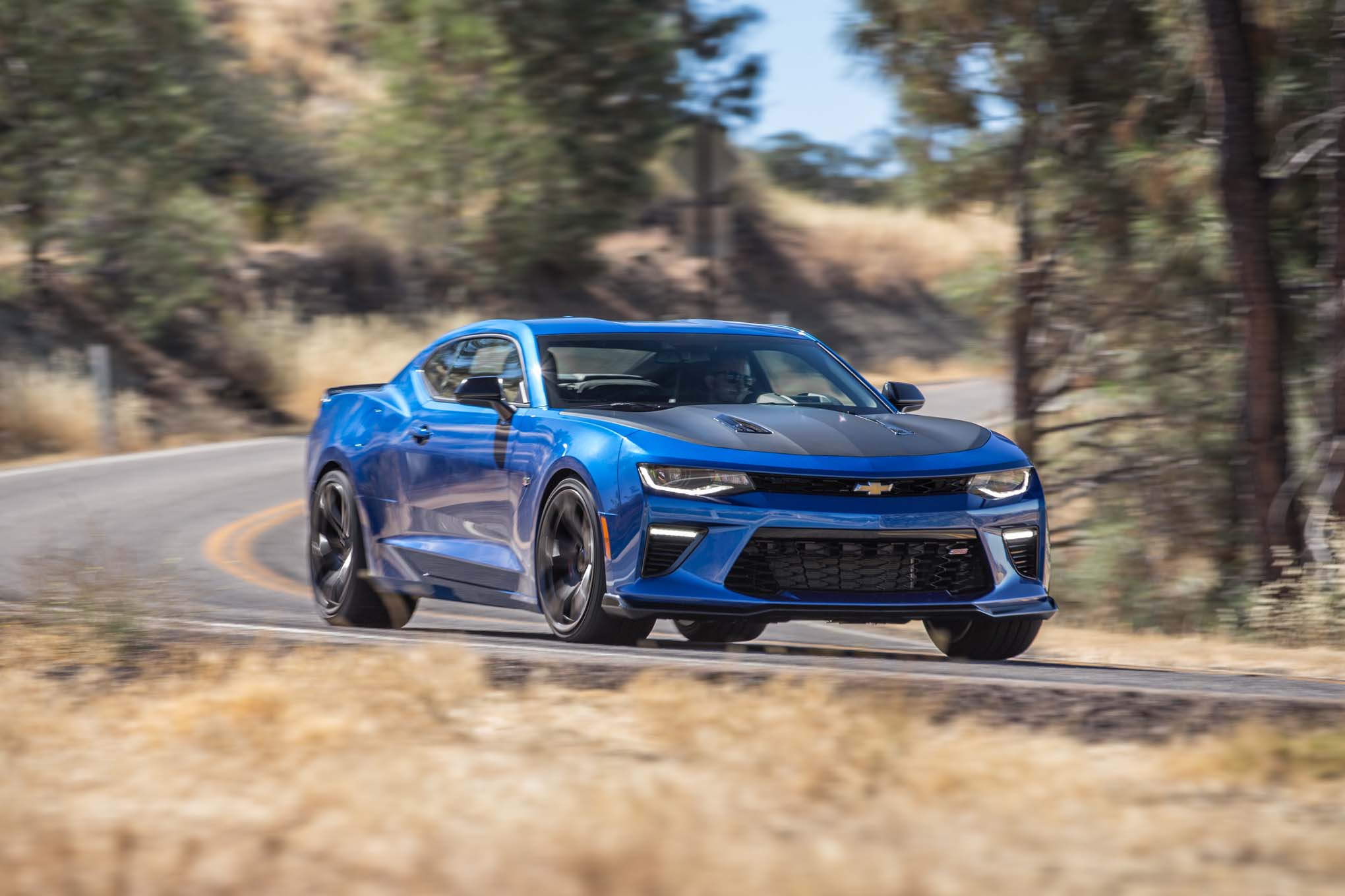 2017-chevrolet-camaro-ss-1le-front-three-quarter-in-motion