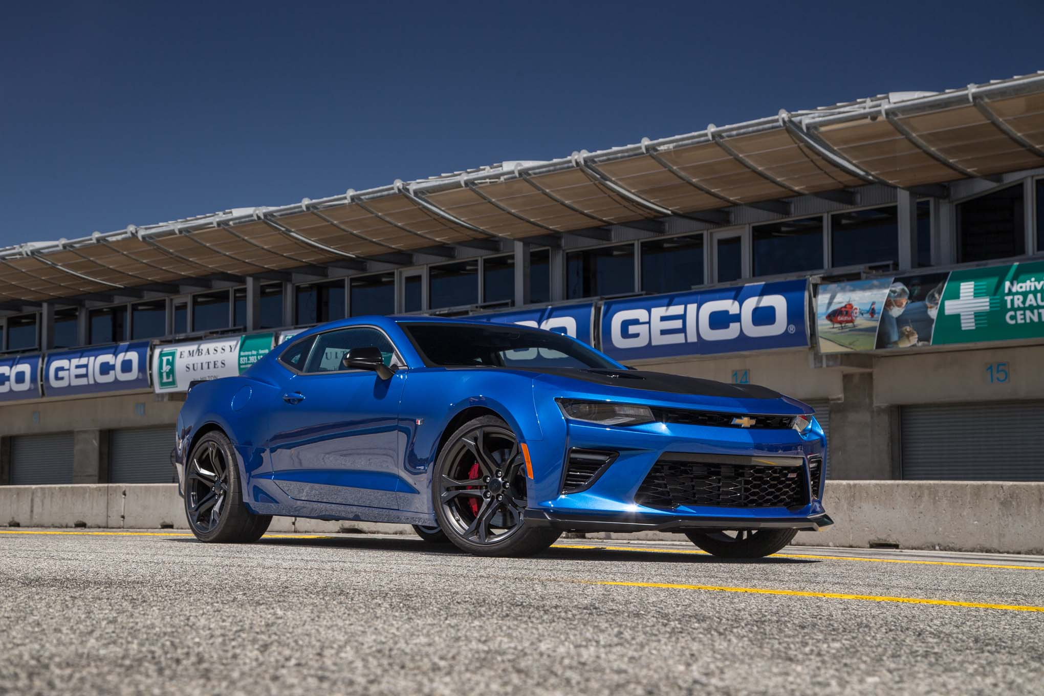 2017-chevrolet-camaro-ss-1le-front-three-quarter